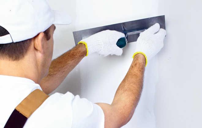Штукатурка на гипсовой основе может замаскировать явные дефекты стен