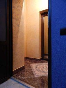 Штукатурка «короед» в коридоре