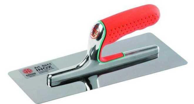Заключительный слой следует наносить тонким металлическим шпателем