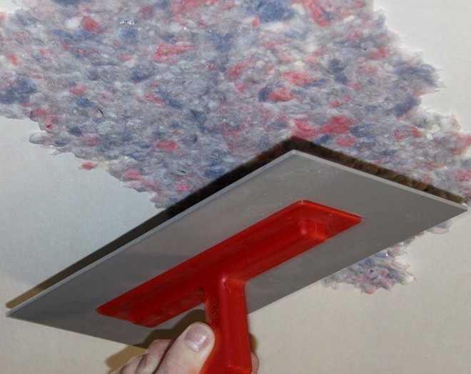 Технология нанесения жидких обоев на потолок