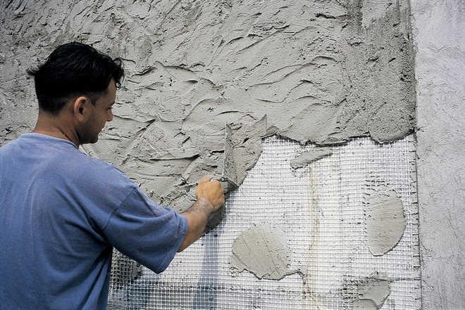 Нанесение известково-цементной смеси